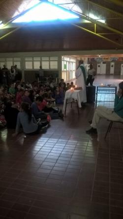Primer retiro de niños de Catequesis Familar de las comuninades de la Parroquia