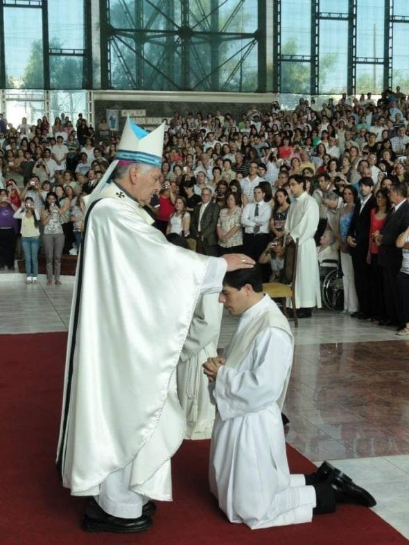 7° aniversario de Ordenación Sacerdotal de nuestro Párroco Leonardo Di Carlo