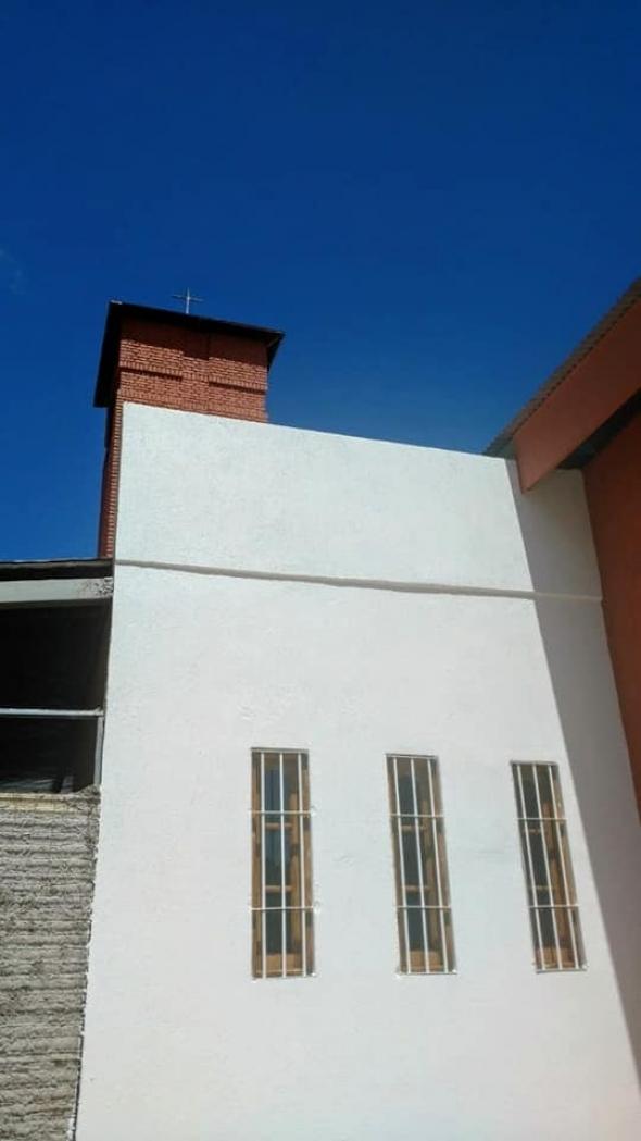 Completamos obra de albañilería y pintura del contado lateral derecho de nuestra parroquia (Capilla de Adoración)