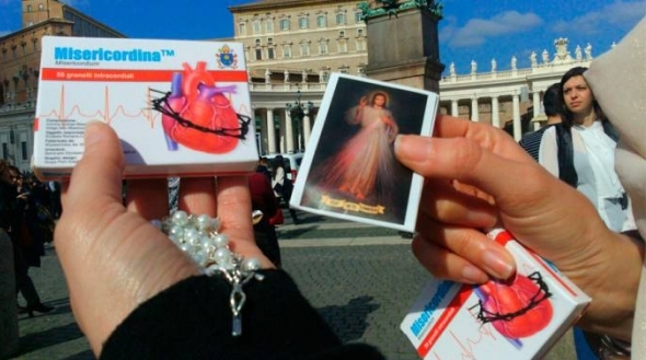 """El Papa regala y receta la """"Misericordina Plus"""" para alcanzar la conversión esta Cuaresma"""