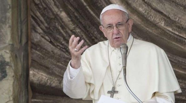 Papa Francisco invita a imitar el ejemplo de Santa Clara de Asís.
