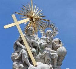 """Mons. Castagna: """"La Santísima Trinidad, síntesis revelada de la fe cristiana"""""""
