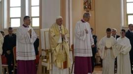Más de 200 niños búlgaros reciben la Primera Comunión de manos del Papa